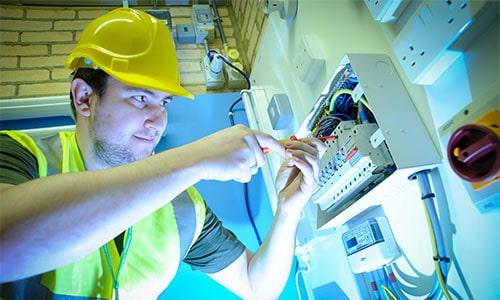 prace-elektryczne-budowa-